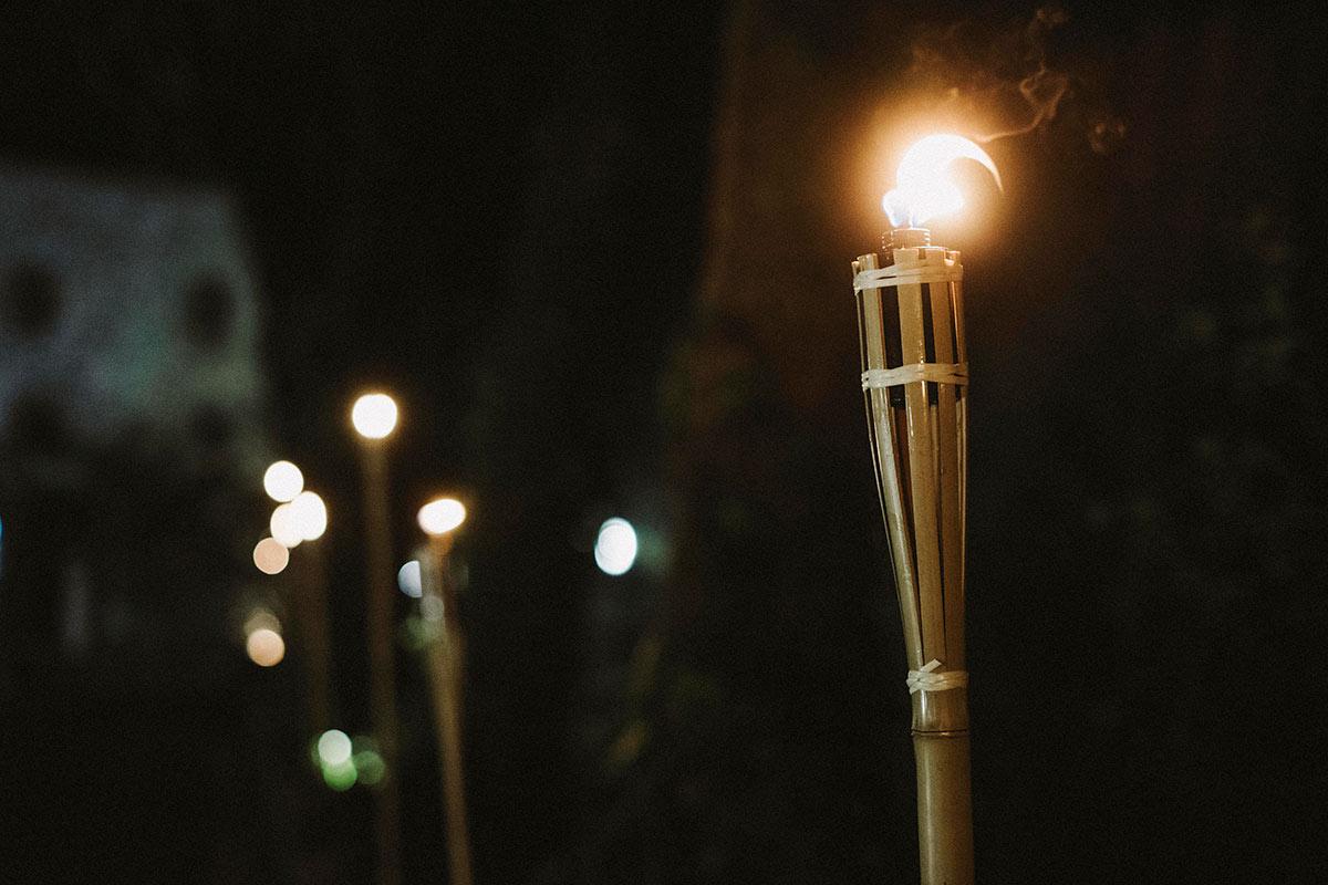 Boda de noche en Kometu Maitea